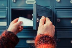 Die Einschaltung privater Postdienstleister ist grundsätzlich problemlos, für eine Zugangsvermutung muss aber grundlegende Prüfung stattfinden.