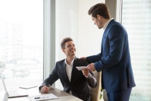 Arbeitgeber können ihren Mitarbeitern eine steuerfreie Corona-Prämie bis zu 1.500 Euro zahlen.