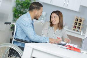 Ein Behinderten-Pauschbetrag kann auch auf die Ehepartner übertragen werden.