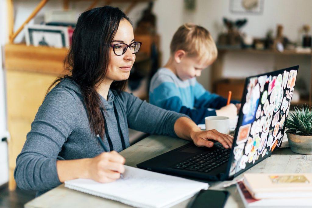 Stundenzettel können ein sehr nützlicher Nachweis sein, wenn die Arbeit vom Familienmitgliedern steuerlich ansetzbar sein soll.