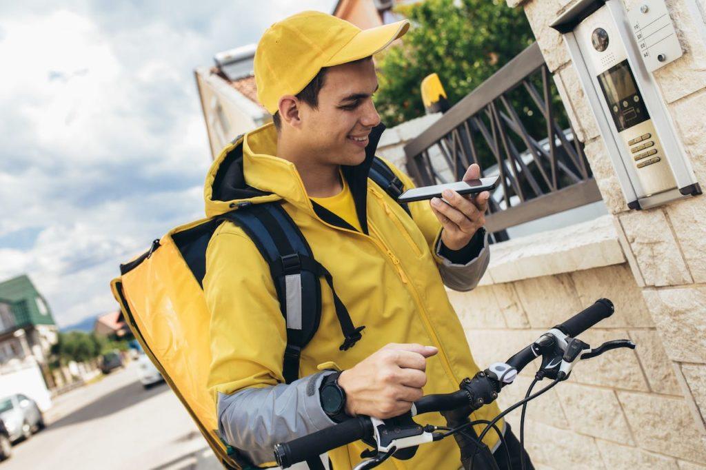Fahrrad und Mobiltelefon müssen angestelltem Fahrradkurier gestellt werden
