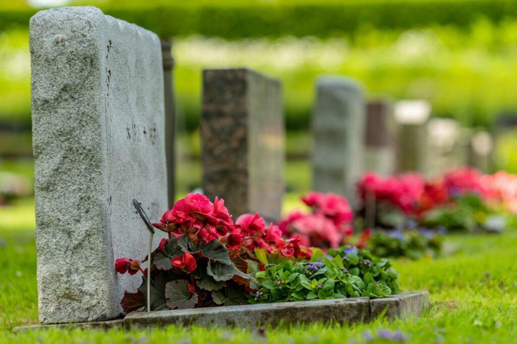 Eine Sterbegeldversicherung hilft bei den Kosten der Nachfahren